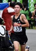 走っている岩崎大洋さんの写真